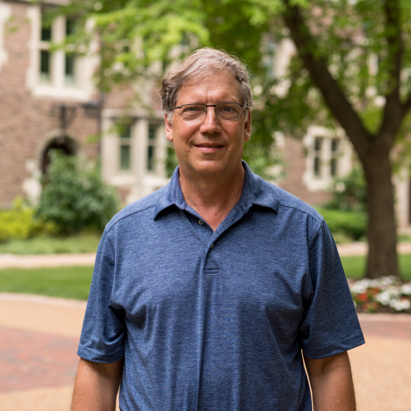 Steve Fazzari awarded the Arts & Sciences Faculty Leadership Award