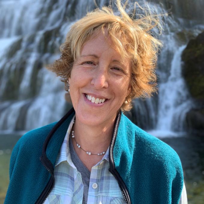 Headshot of Dorothy Petersen
